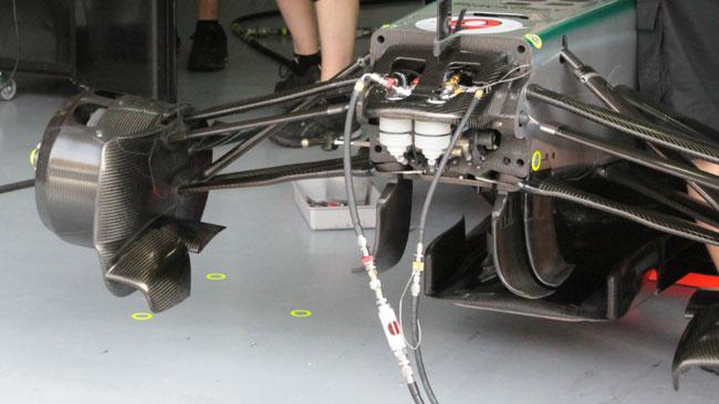 Mercedes: ecco come si ricarica la sospensione FRIC