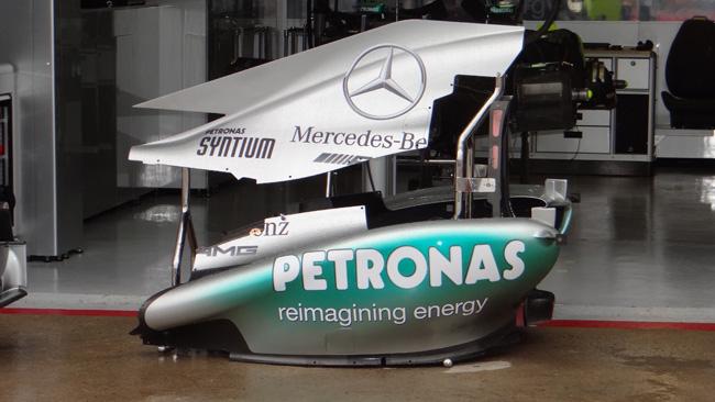 La Mercedes copia il cofano motore della Ferrari!