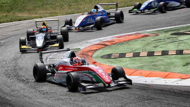 Luca Ghiotto vittorioso in gara 2 di Monza