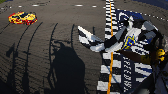 Primo successo per Logano con la Ford Penske