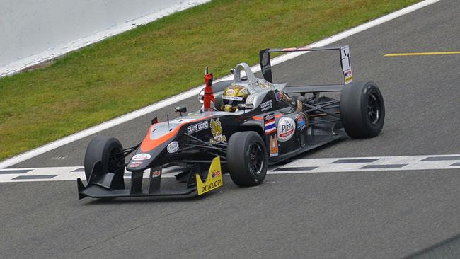 Sandy Stuvik trionfa in gara 1 a Spa