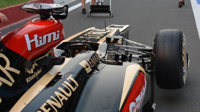 La Lotus con le tre pinnette che sono svergolate