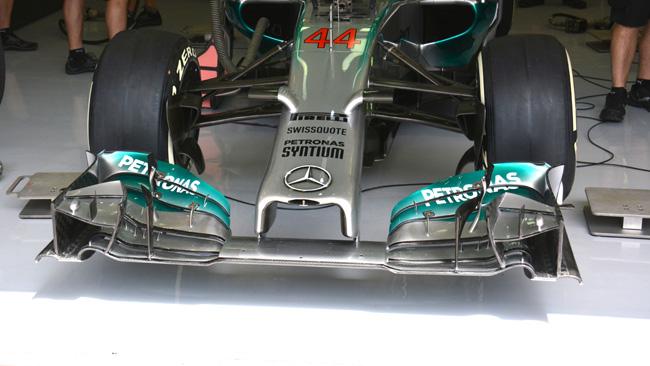 Mercedes insiste sull'ala anteriore modificata