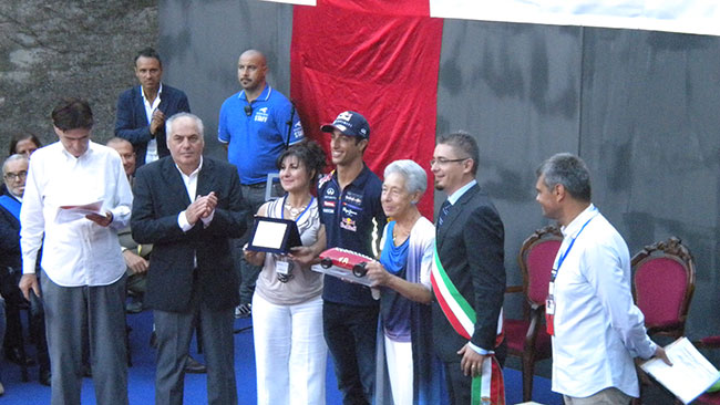 Daniel Ricciardo ha ritirato il Trofeo Bandini 2014