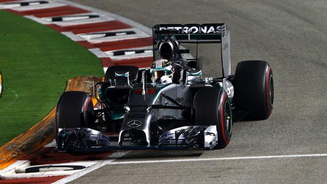 Hamilton si prende Singapore e la leadership!