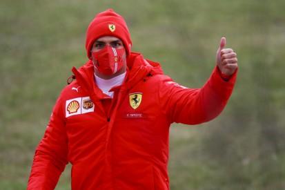 Carlos Sainz: Rührendes Fantreffen am Rande des Ferrari-Tests in Fiorano