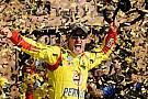 Joey Logano trionfa nella tappa del Kansas Speedway