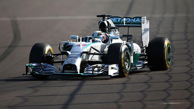 Hamilton regala il titolo costruttori alla Mercedes
