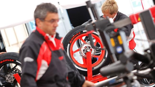 Bridgestone lancia la gomma anteriore asimmetrica