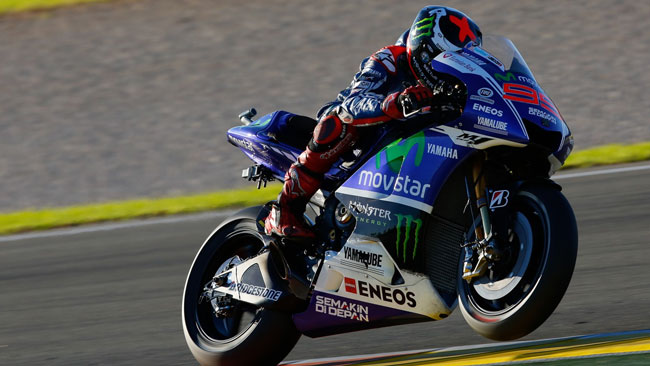 Valencia, Day 1: Lorenzo brilla nel poker Yamaha