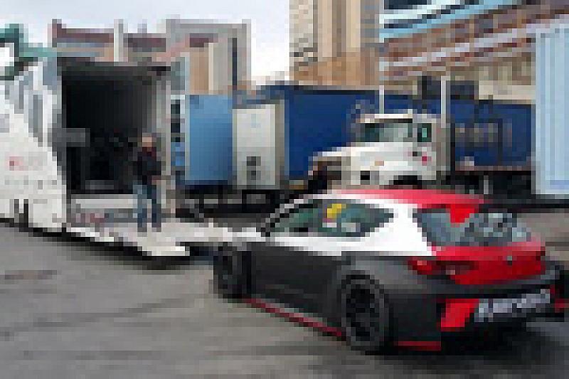 Dieci vetture s'imbarcano a Genova per Sepang