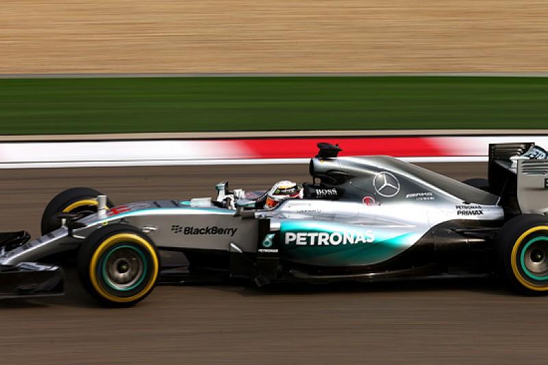 Hamilton in pole a Shanghai, Vettel terzo con la Ferrari