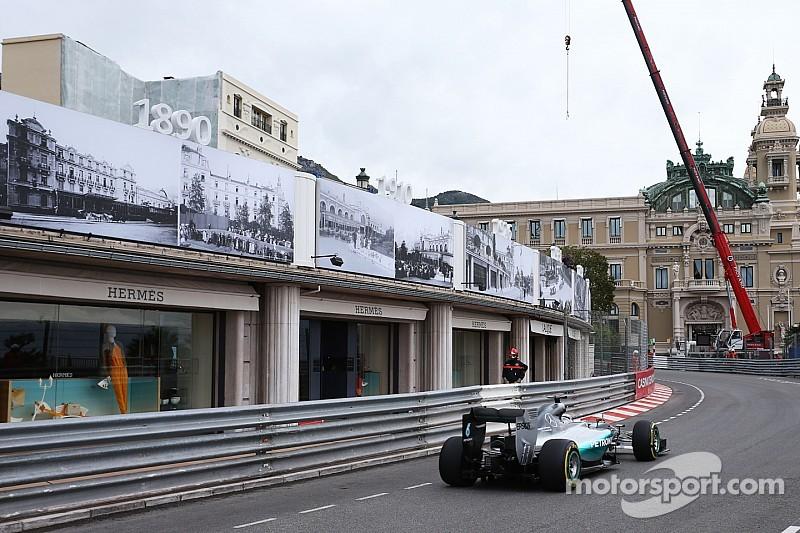 Hamilton lidera la primera práctica y Verstappen sorprende
