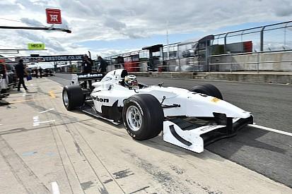 Regalia logra la pole en Silverstone