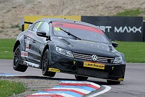 BTCC Reporte de la carrera Plato domina una acortada primera carrera en Oulton Park