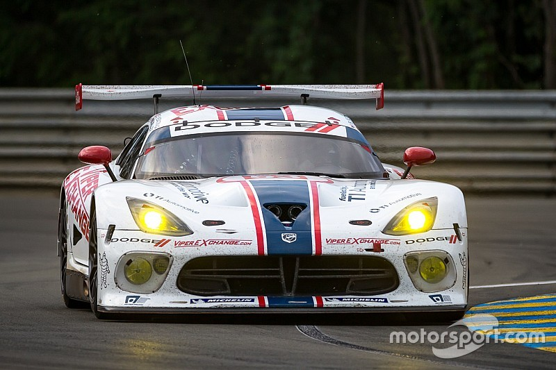 dodge viper gts r leads in competitive 24 hours of le mans debut only to end up just short of finish. Black Bedroom Furniture Sets. Home Design Ideas