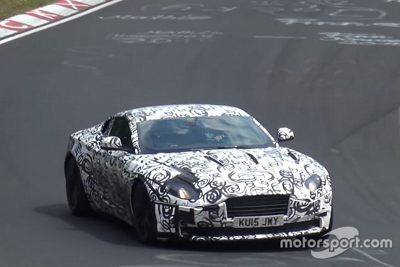 Vidéo - Un proto Aston Martin DB11 camouflé surpris sur la Nordschleife!