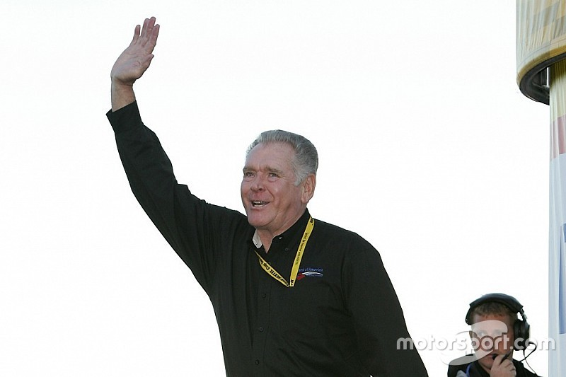 Lenda da NASCAR, Buddy Baker morre aos 74 anos