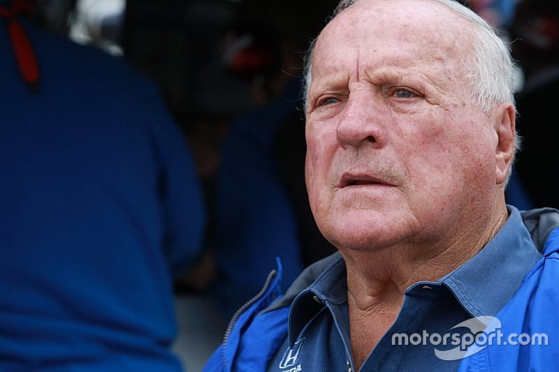 A.J. Foyt passa por cirurgia e perde etapas finais da Indy
