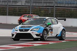 TCR Résumé de course Gleason et Gene vainqueurs à Singapour, Comini reprend les rênes