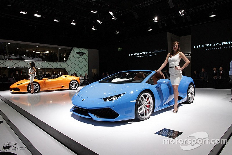 huracan spyder lamborghini en montre plus en vid o. Black Bedroom Furniture Sets. Home Design Ideas