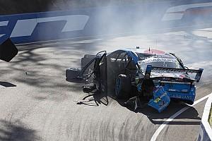 Supercars Últimas notícias Piloto da V8 Supercars fratura a perna em acidente dramático