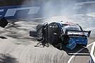Supercars Piloto da V8 Supercars fratura a perna em acidente dramático