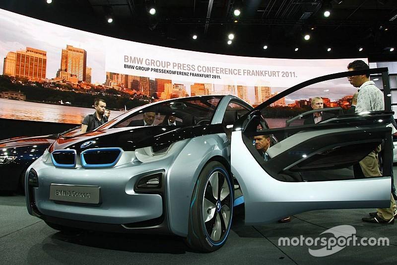 """Tim Cook: """"Auto-industrie gaat enorm veranderen"""""""