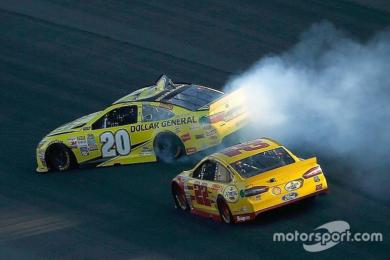 NASCAR Kansas: Joey Logano gewinnt dramatisches Rennen
