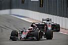 Jenson Button: 'Hoop dat Alonso me volledig overhoop rijdt!'