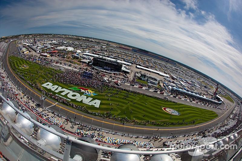 NASCAR anuncia el calendario de 2016 para Sprint Cup y Xfinity
