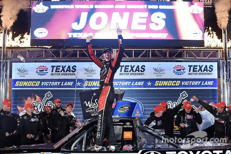 Erik Jones extends points lead with Texas win