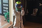 Felipinho se veste de piloto da Williams e diverte Massa