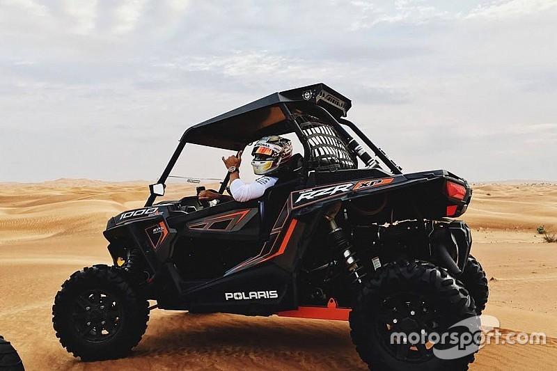 Com emoção! Hamilton acelera forte em dunas de Abu Dhabi