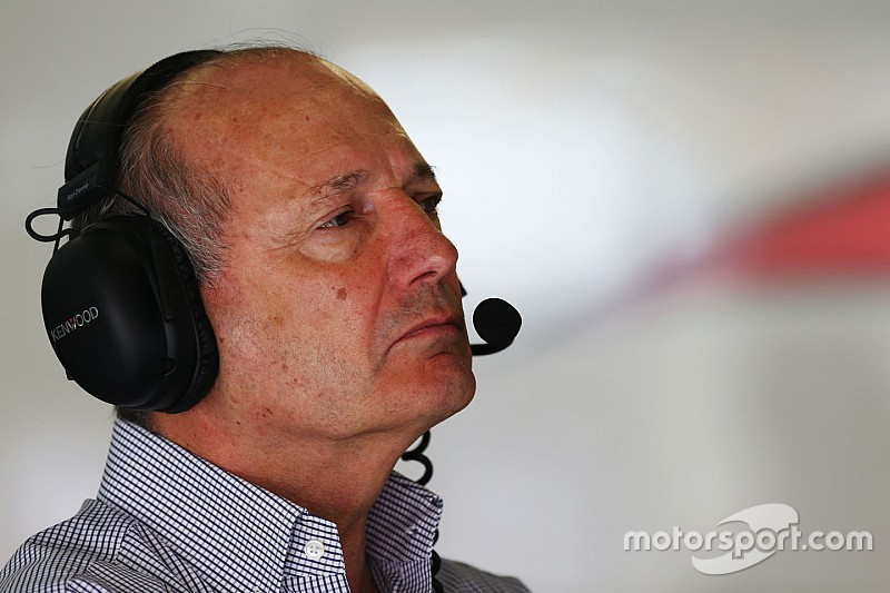 Dennis bevestigt dat hij veto uitsprak over Red Bull / Honda deal