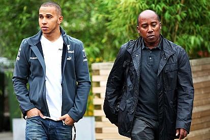 Lewis Hamilton openhartig over relatie met vader Anthony