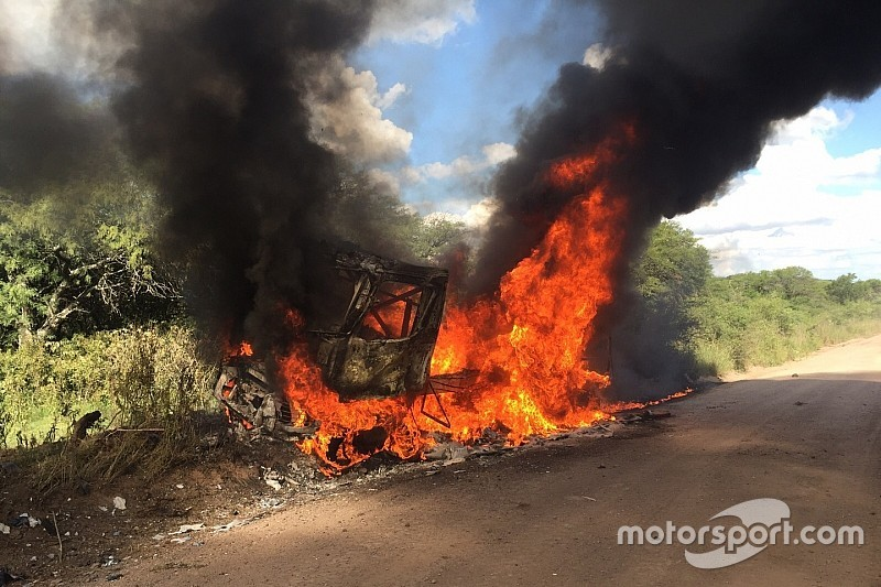 Truck Van den Brink brandt volledig uit: 'Konden niets beginnen'