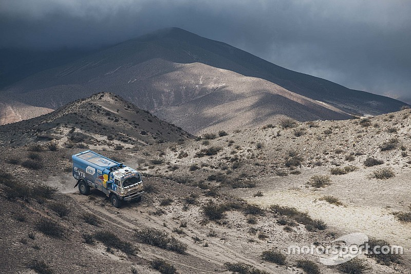 Dakar Trucks, Stage 11: Nikolaev wins, De Rooy remains in control