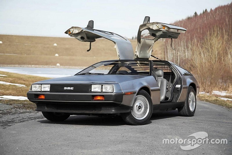 retour vers le futur la delorean dmc 12 va tre remise en production. Black Bedroom Furniture Sets. Home Design Ideas