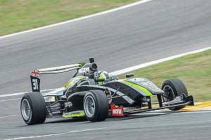 Other open wheel Relato da corrida Norris segura pressão de Piquet e vence primeira em Taupo