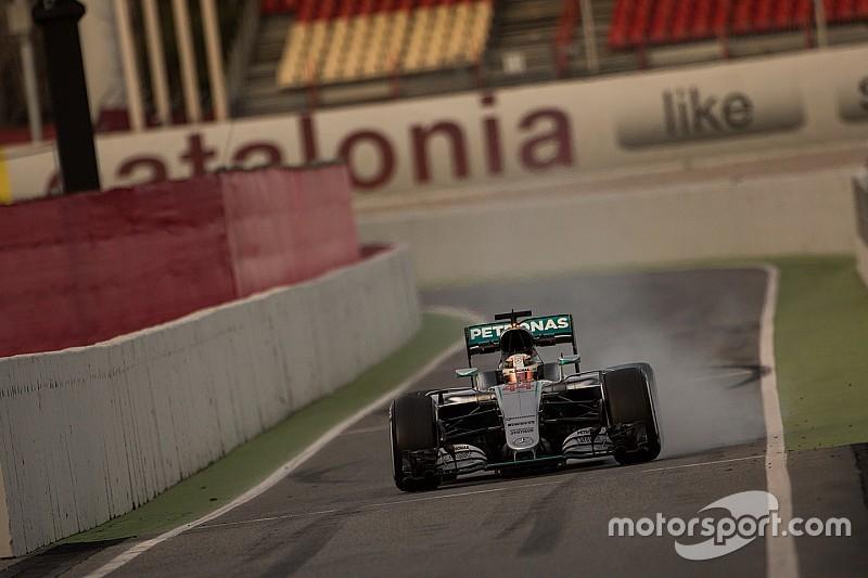 Hamilton manda en la mañana de Barcelona
