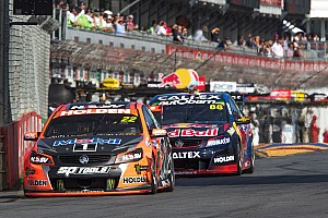 Supercars Rennbericht Whincup und Courtney gewinnen den Adelaide-Auftakt