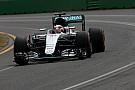 Hamilton ook rapste in droge derde training, Verstappen zesde