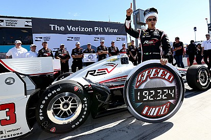 Helio Castroneves con pole position y récord en Phoenix