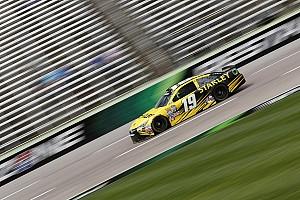 NASCAR Cup Relato de classificação Carl Edwards conquista pole no Texas