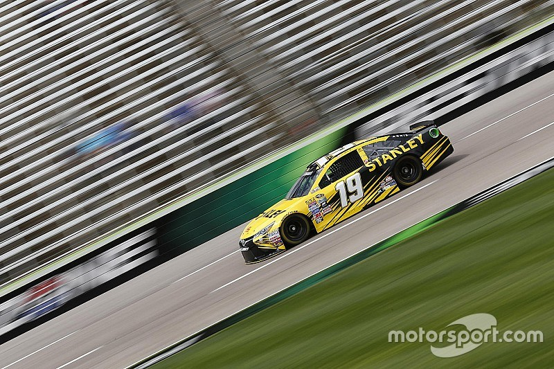 Carl Edwards conquista pole no Texas
