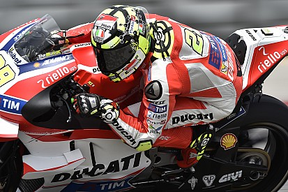 Iannone snelst in warm-up voor Amerikaanse GP, Lorenzo crasht