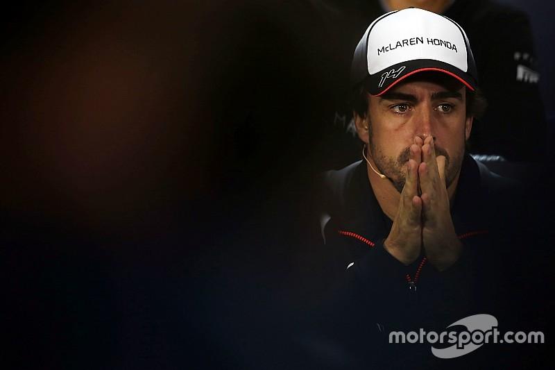 La falta de un documento casi deja a Alonso sin correr