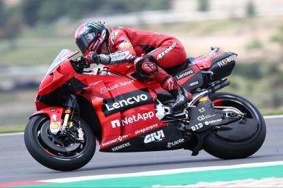 Bagnaia sorgt für Ducati-Bestzeit, Miller bringt Zarco nach Feuer an die Box
