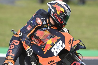 KTM-Debakel: Binder stürzt schon vor dem Start, Oliveira wirft Podestplatz weg